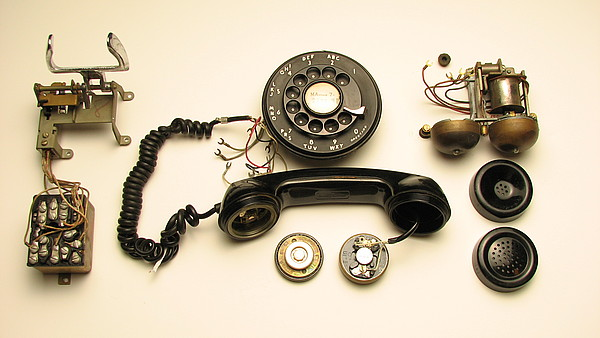 insides of model 500 wall phone