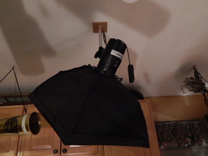 Flash and softbox ceiling mount