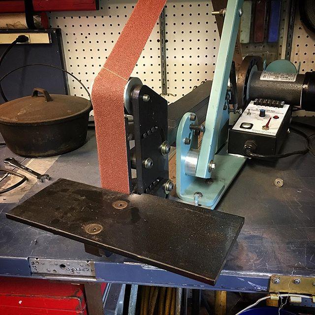 Improved platten design, this machine is ready to grind.