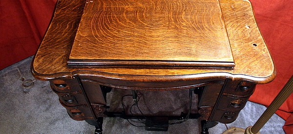Sewing-machine-table (12)