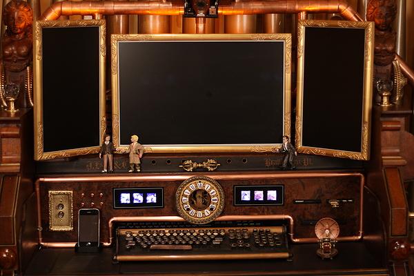 [http://steampunkworkshop.com/sites/default/files/images/Steampunk-organ-cockpit-desk%20(2).JPG]