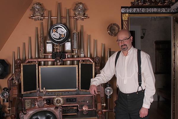 [http://steampunkworkshop.com/sites/default/files/images/Steampunk-organ-cockpit-desk.JPG]