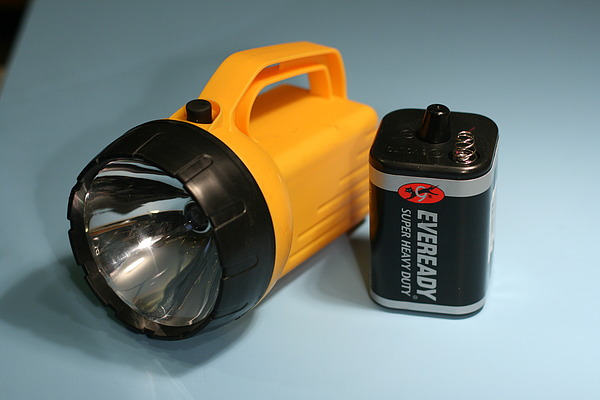 how to clean battery terminals in flashlight