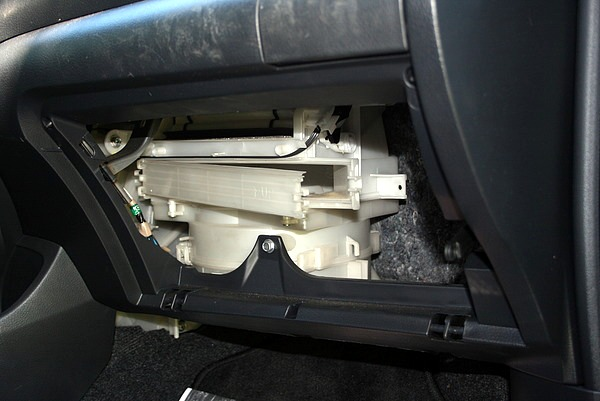 fixing a musty smell in my 2007 toyota yaris. Black Bedroom Furniture Sets. Home Design Ideas